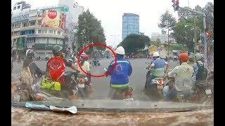 Tên cướp tàn nhẫn kéo lê cô gái hàng chục mét giữa Sài Gòn