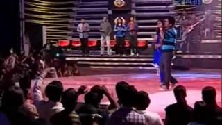Shreya Ghoshal & Abhaas Singing Wada Raha from movie khakee