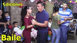 Ediciones baila música de cuerda en cumpleaños de Carmen Del Cid - Ediciones Mendoza