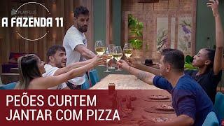 Peões curtem jantar com pizza, e Diego brinda à vaga como finalista | A Fazenda