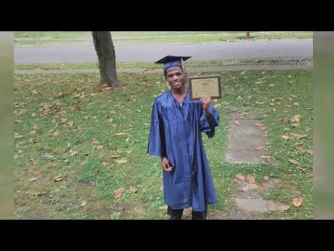 Teen seen catching bus for graduation gets car