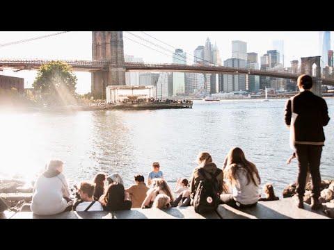 NEW YORK CITY 2018: SPRING comes to BROOKLYN BRIDGE PARK! [4K]