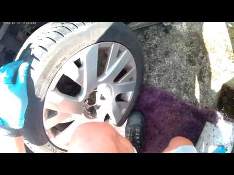 How to check the brake discs and brake pads on a 2007 Citroen C4