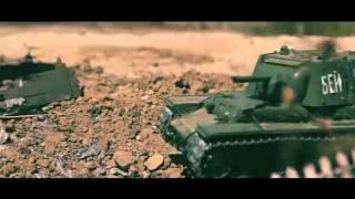 Đoạn phim chiến đấu sống động như thật dựng từ xe tăng, súng ống đồ chơi