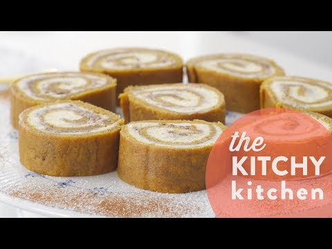 How to Make a Pumpkin Spice Latte Roll // Living Deliciously