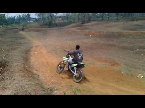 Balapan motocross lucu