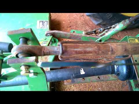 John Deere 2155 - How to check hydraulic fluid
