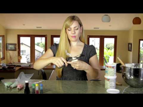 Decorating Cookies Using Canned Icing : Making Cookies
