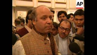PAKISTAN: ELECTIONS: LAST CAMPAIGNING EFFORTS BY POLITICIANS