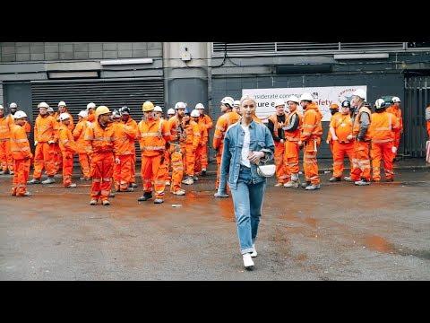 Street Style: London Fashion Week Fall 2018 | WWD