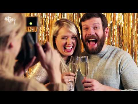 How to Make a Picture-Perfect NYE Photo Booth