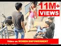 Download Video Boldest girl at the bus stop, I have ever seen! 3GP MP4 FLV