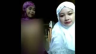 Heboh 2 wanita memakai mukena bugil
