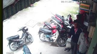 Hai thang chuyen an cap xe may tai p5 go vap.,