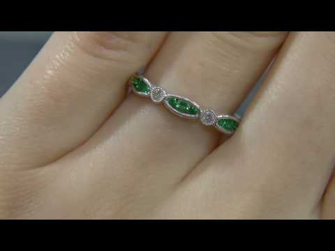 00559 WR049 antique inspired diamond and emerald wedding ring