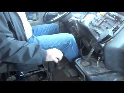 Driving the 1994 Autocar Dump truck (with 3406E 475hp and 18 speed)
