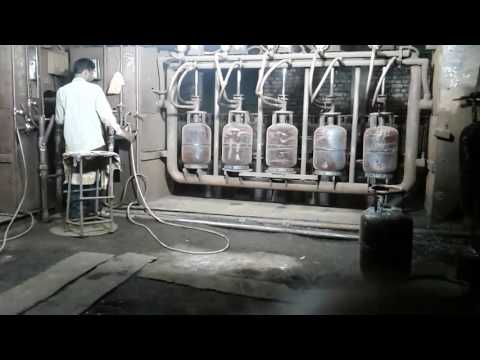 Lpg 14.2 cylinders Hydrostatic Test in lpg manufacturing plant