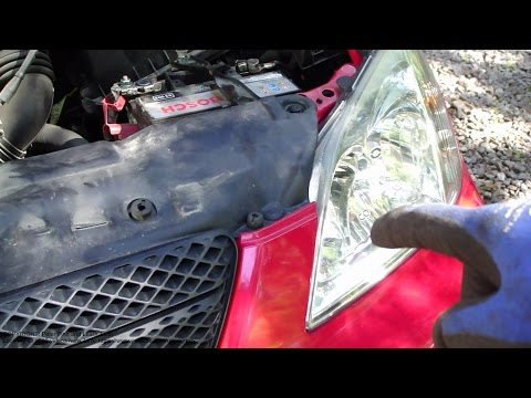 How to replace headlamp bulb LEFT side Toyota Corolla. Years 2001 to 2007.