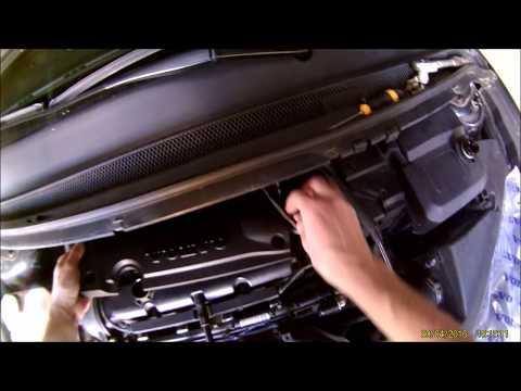 Installing the spark plugs cover Ford Focus MK2 (Kryt svíček)