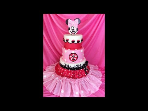 Making A Minnie Cake!