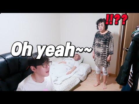 Xxx Mp4 My Mom 39 S Reaction When My Friend Was Watching Hot Video 친구가 이상한 걸 볼 때 엄마의 반응은 3gp Sex