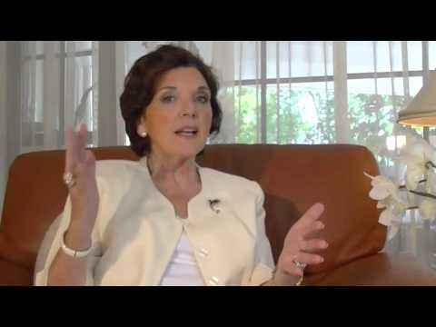 Early Perimenopause Symptoms /Perimenopause Periods Menopause / Menopause Treatment