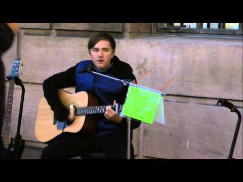 Tom Korni - Busking Wonderwall