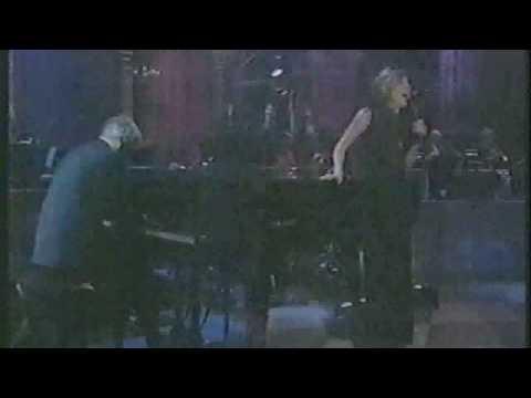 Burt Bacharach live ( URL + &fmt=18 Dolby Surround Stereo *surround type Superdome )