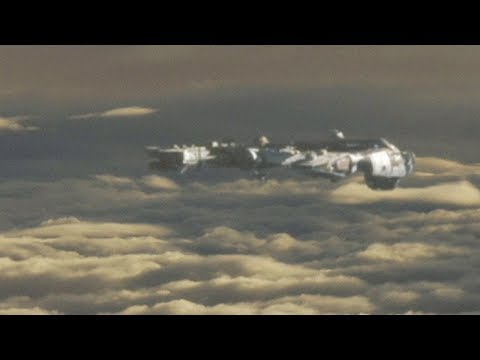 Airplane Passenger filmed UFO in the clouds RUSSIA !!! April 2018