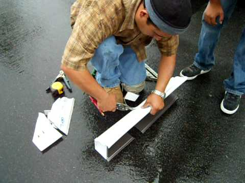 Cruz quickly demonstrates how real men do seamless rain gutter mitering!