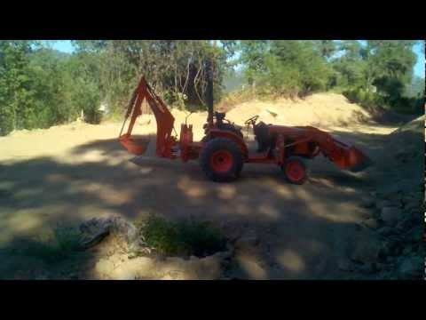 Building a pump track with Kubota b3200 - day 1