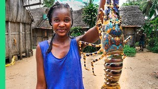 GIANT SEAFOOD on Africa's Biggest Island! Catch and Cook with Primitive Technology!