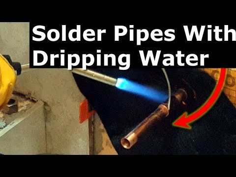 How To Solder/Sweat Copper Pipes, Water Dripping from main pipe. Plumber's White Bread Trick