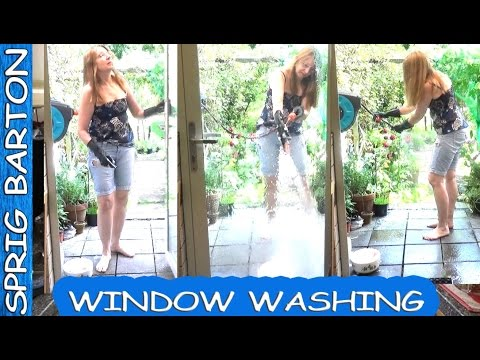 HOW TO WASH WINDOWS ★ USE RUBBER GLOVES ★ VIRAL VIDEO