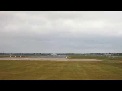 Vulcan XH558 Landing RHA 14/6/15