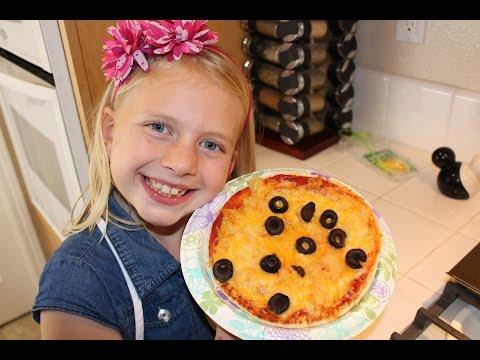 Kid Size Cooking: Pita Bread Pizza