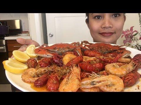Seafood boil mukbang (Shrimp,crawfish and blue crab).