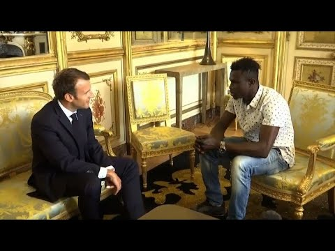 'Hero' Malian meets with Macron, offered French citizenship (2)