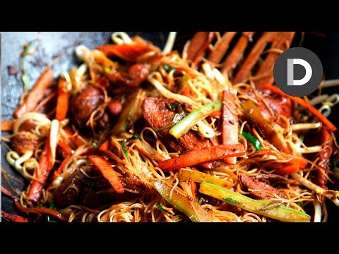 The Ultimate Stir Fry: Singapore Noodles!