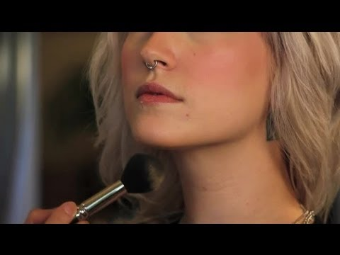 How to Soften a Prominent Chin With Makeup : Makeup Tips & Tricks