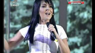 Bengü - Saat 3:00 Full Performans - Beyaz Show (23.12.2011)