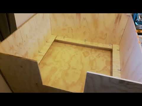 Whelping box - easy construction, made with plywood, cost $100