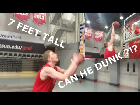 HOW EASY IS IT TO DUNK?!🏀 🏀 🏀 -My 7 foot life-