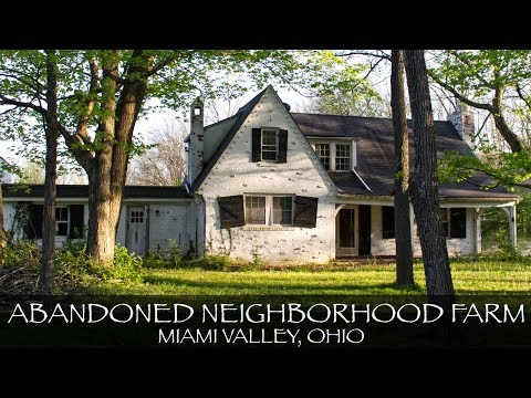 Exploring a Creepy Abandoned Neighborhood Farm in Ohio | 3 Houses