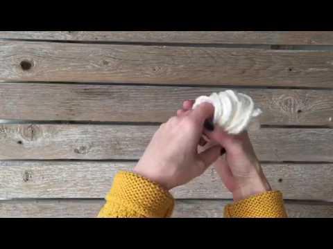 YARN SNOWBALL DIY