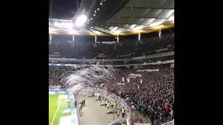 Fans werfen Tennis bälle als Protest gegen die montagsspiele/ Eintracht Frankfurt vs RedBull leipzig