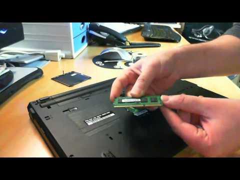 Como instalar un módulo de memoria RAM en un portátil