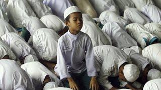 Giáo Hội Năm Châu 12–18/07/2016: Tại sao người ta bỏ đạo để theo đạo Hồi?
