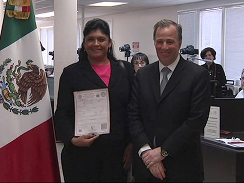 Raw: Mexicans Get Birth Certificates in US