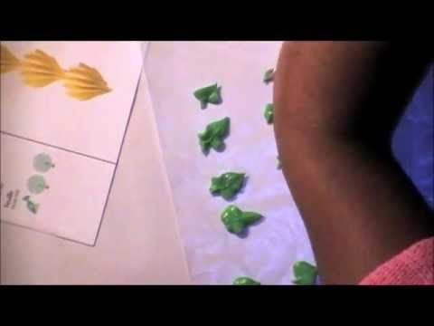 Wilton Method Instructor: How to royal icing leaves tip 352